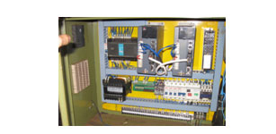 AS100交流伺服在数控割料机上的应用