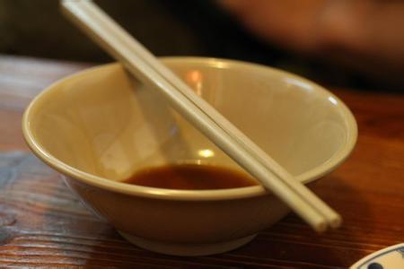 提炼做人的品质,从一双筷子的节制开始