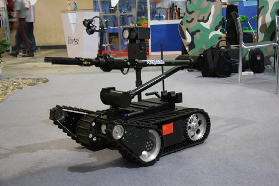 """国内首台""""国检卫士""""机器人在浙江宁波口岸投用"""