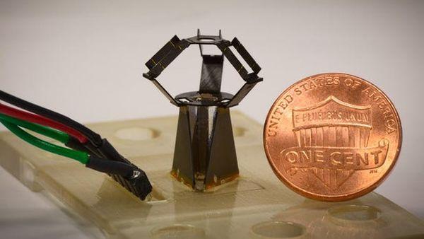 哈佛大学的工程师研发出了世界上最小版本的机械臂,叫MilliDelta