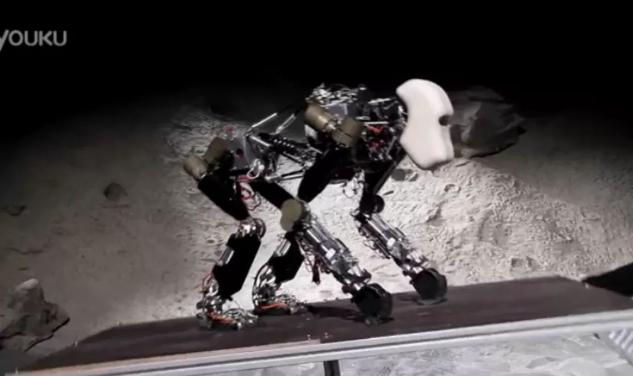 德国人工智能研究中心开发出了一种猩猩机器人,可以登月进行太空采矿