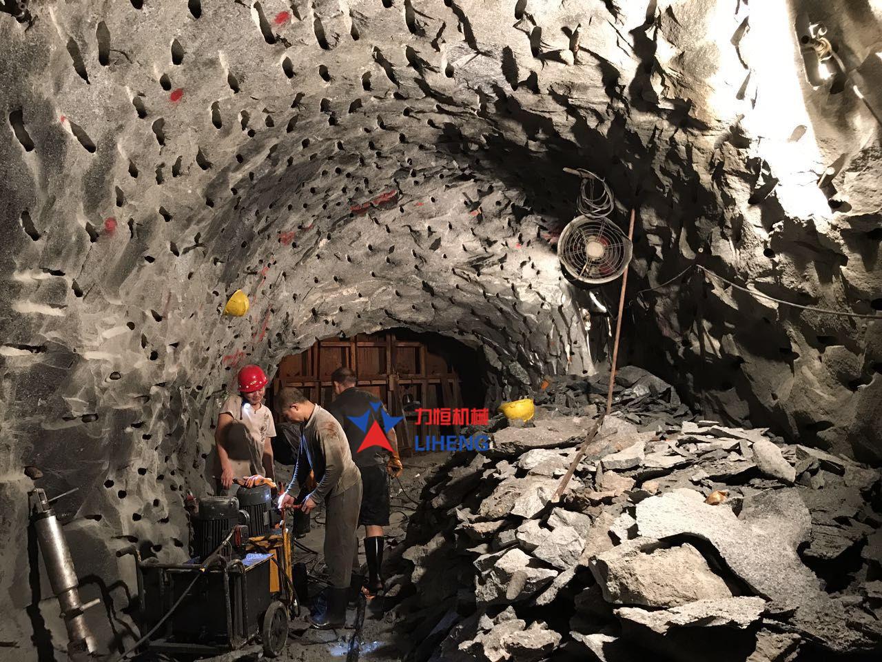 矿山洞采矿石设备劈裂机
