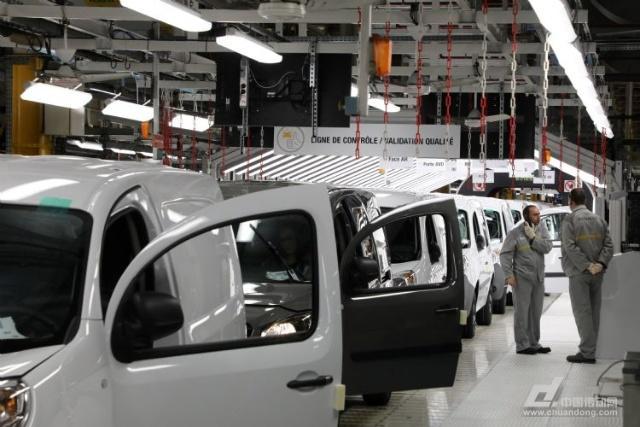库卡借机器人打造智慧工厂,获美汽车大厂青睐助车辆自动化生产