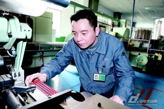 贵州中烟创新研制高档平张条盒包装机