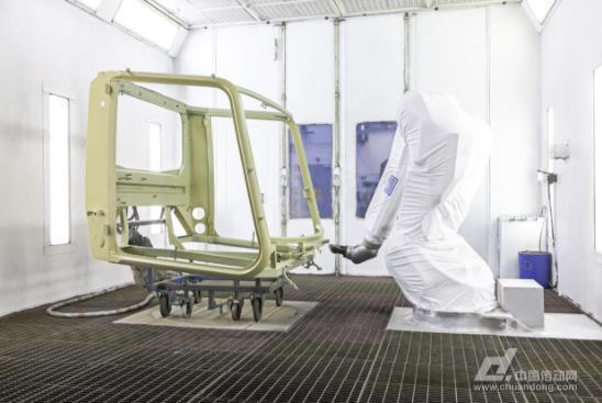 Dürr的涂装机械臂助力Kässbohrer实现PistenBully生产自动化