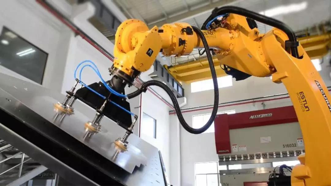 深化先进制造业集群机器人推广应用,加快打造机器人产业高地